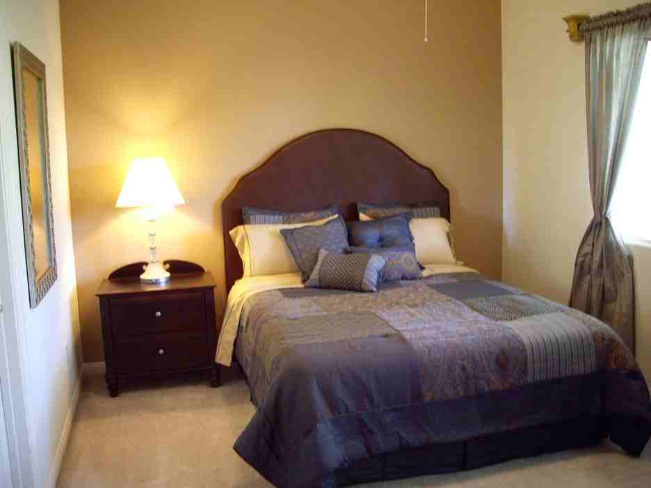 Simple small bedroom decorating ideas for boarding house classic dark wood single bed with high - Small bedroom ideas ...
